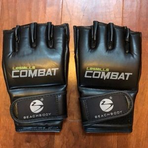 Les Mills Combat gloves- Never used.
